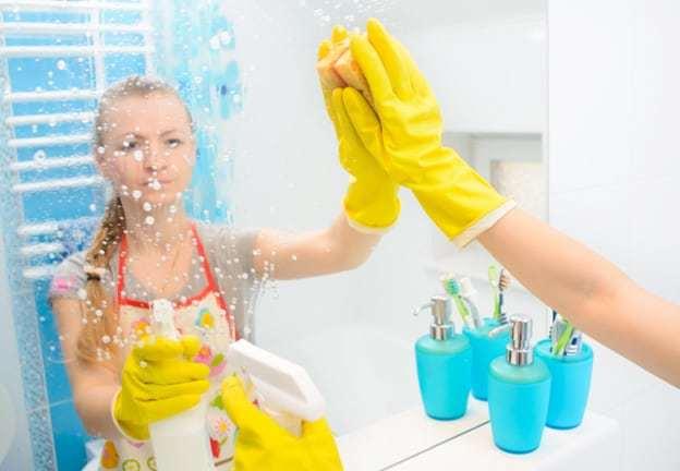 Премахване на петна от вода по огледалата