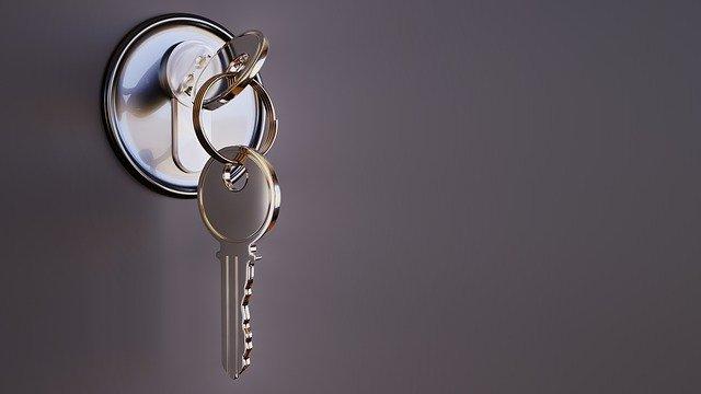 Как да извадите счупения ключ от ключалката