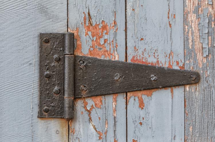 vrzající dveře jak je zbavit vrzání