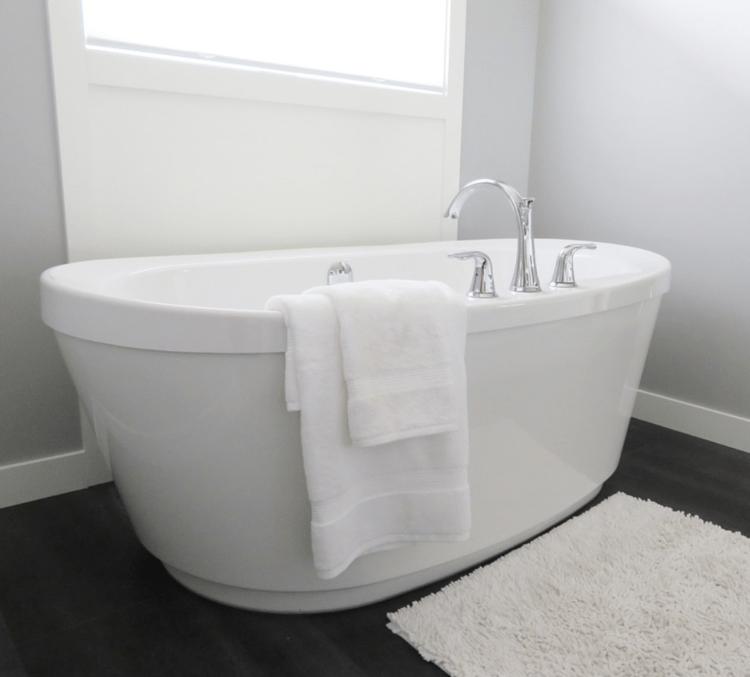 odstraňuje skvrny od rzi z koupelnových van