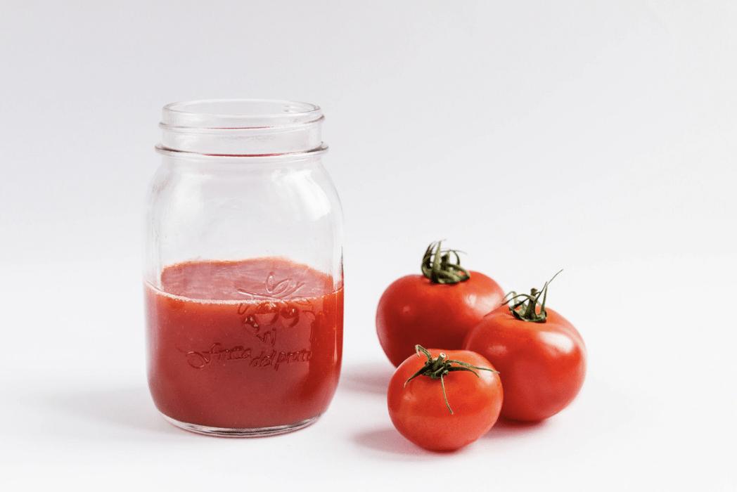Jak snadno odstranit rajčatové skvrny zoblečení