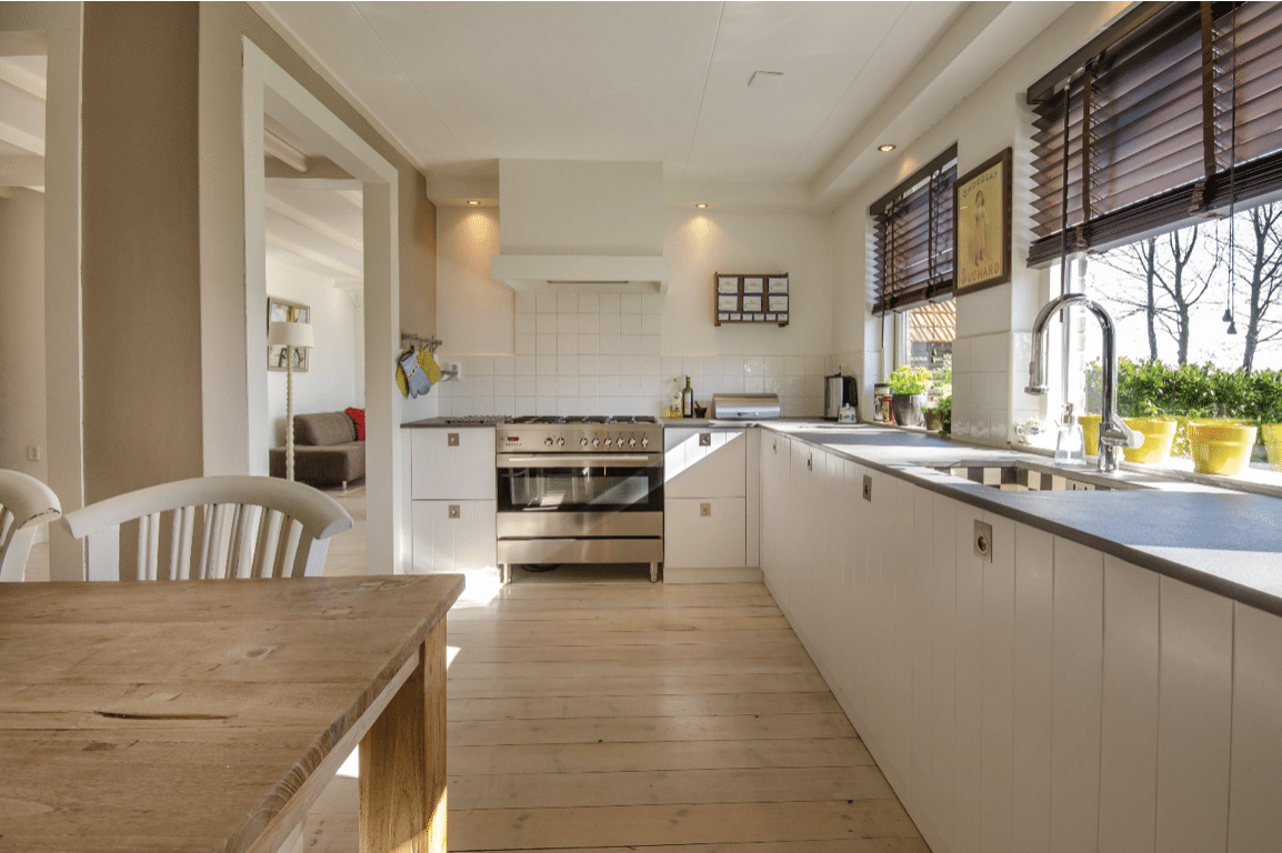 Mazání pojezdů kuchyňských zásuvek