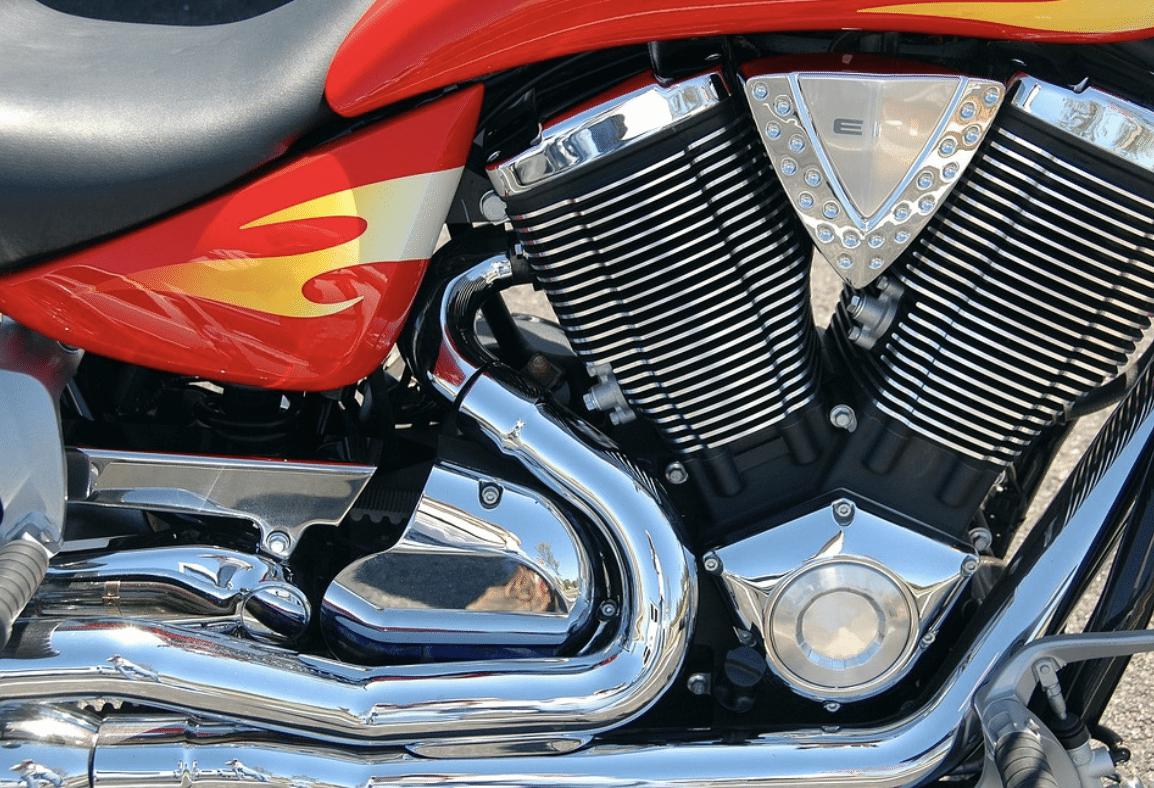 Dosažení zářivého povrchu motocyklu pro vášnivého motocyklistu