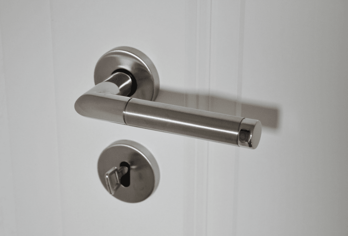 Jak udržet dveřní kliky čisté