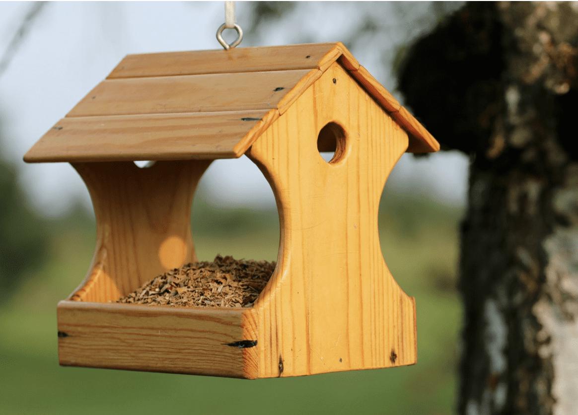 Mazání závěsu u krmítka pro ptáky