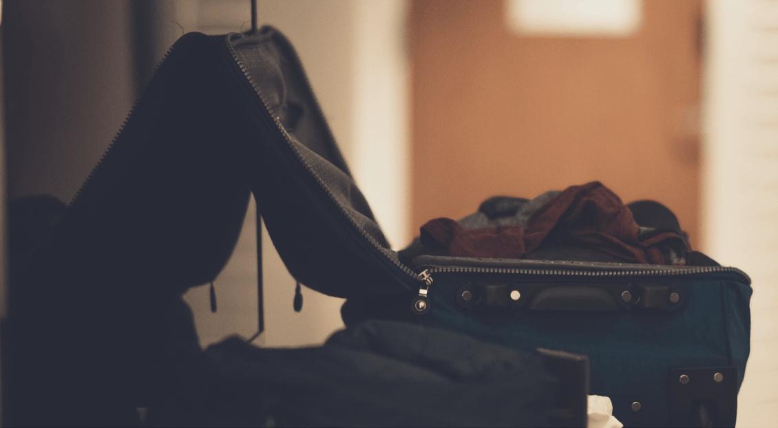 Nezabalený kufr