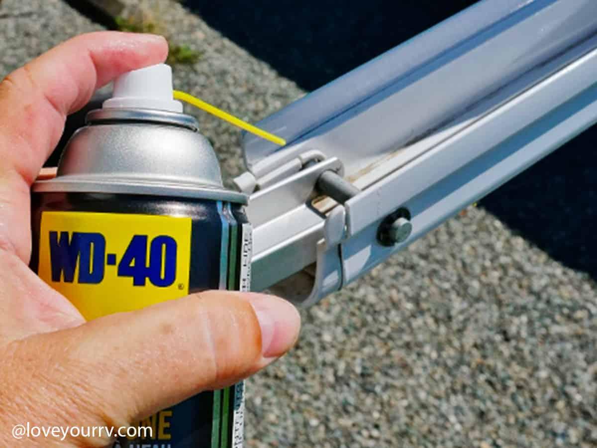 WD-40 - Mazání bočních podpěr