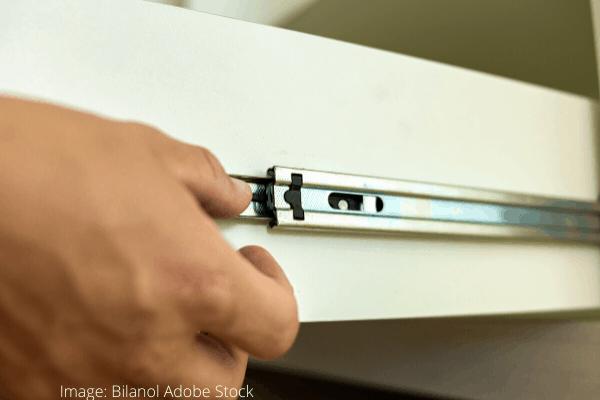 WD-40 - Pojezd u kuchyňské zásuvky