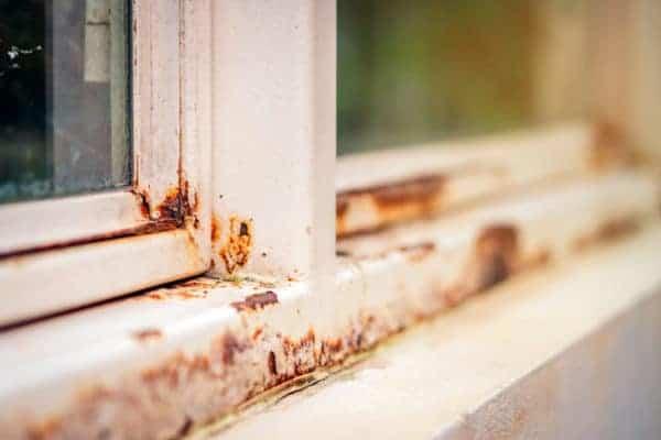 Sådan fjernes rust fra dine vinduesrammer