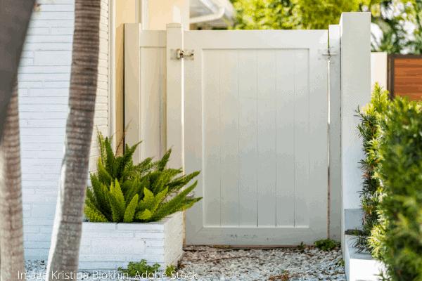 fix and lubricate garden gate (2)