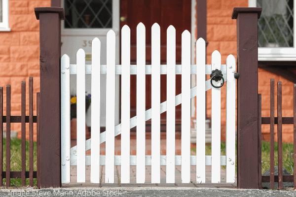 fix and lubricate garden gate (1)