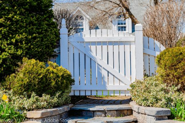 fix and lubricate garden gate