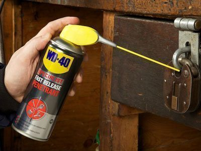 WD-40 Specialist Fast Release Penetrant Usage Shot