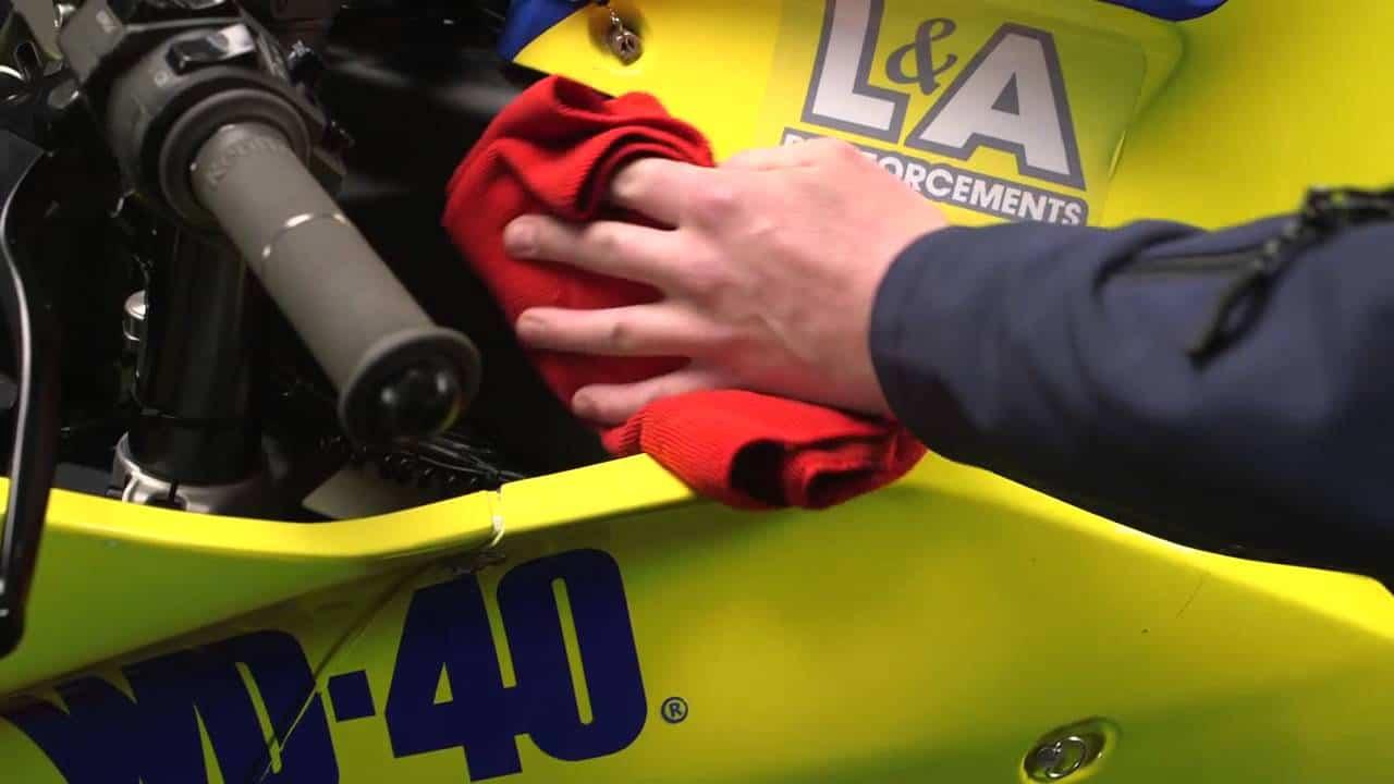 WD-40-Specialist-Motorbike-Silikonglanzspray-Kunststoff-zum-Glänzen-bringen