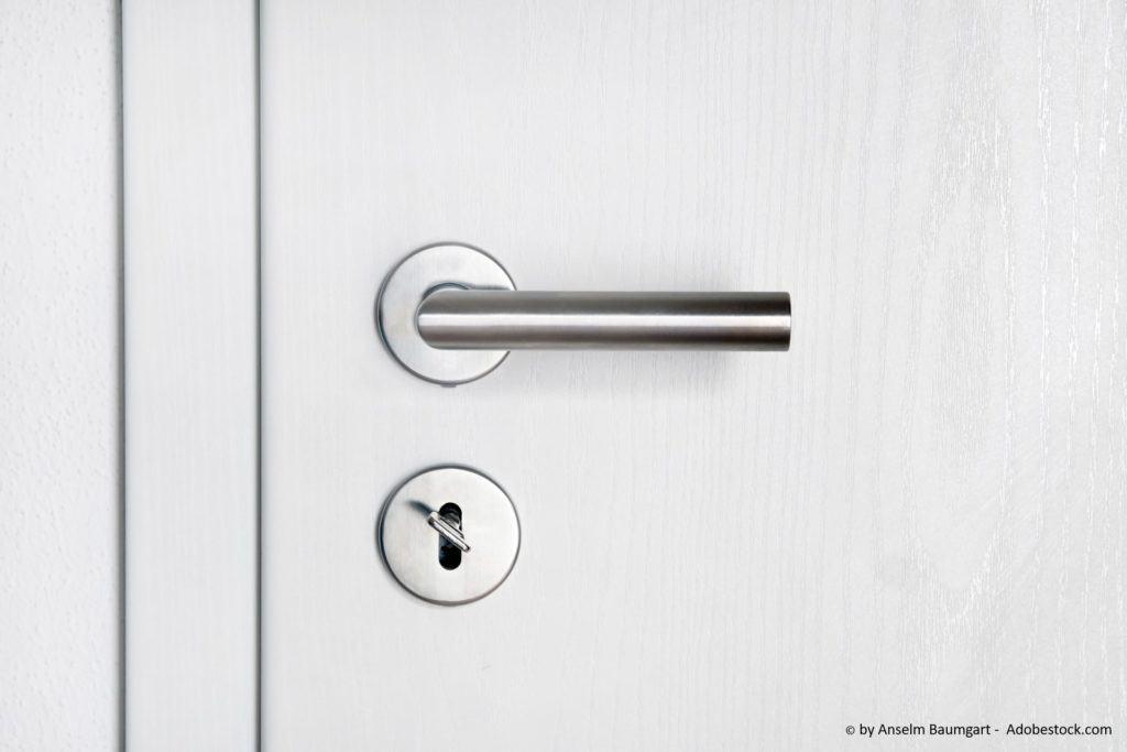 Comment réparer une porte qui grince