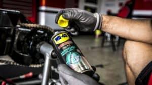 Warum das Fetten der Motorradkette so wichtig ist