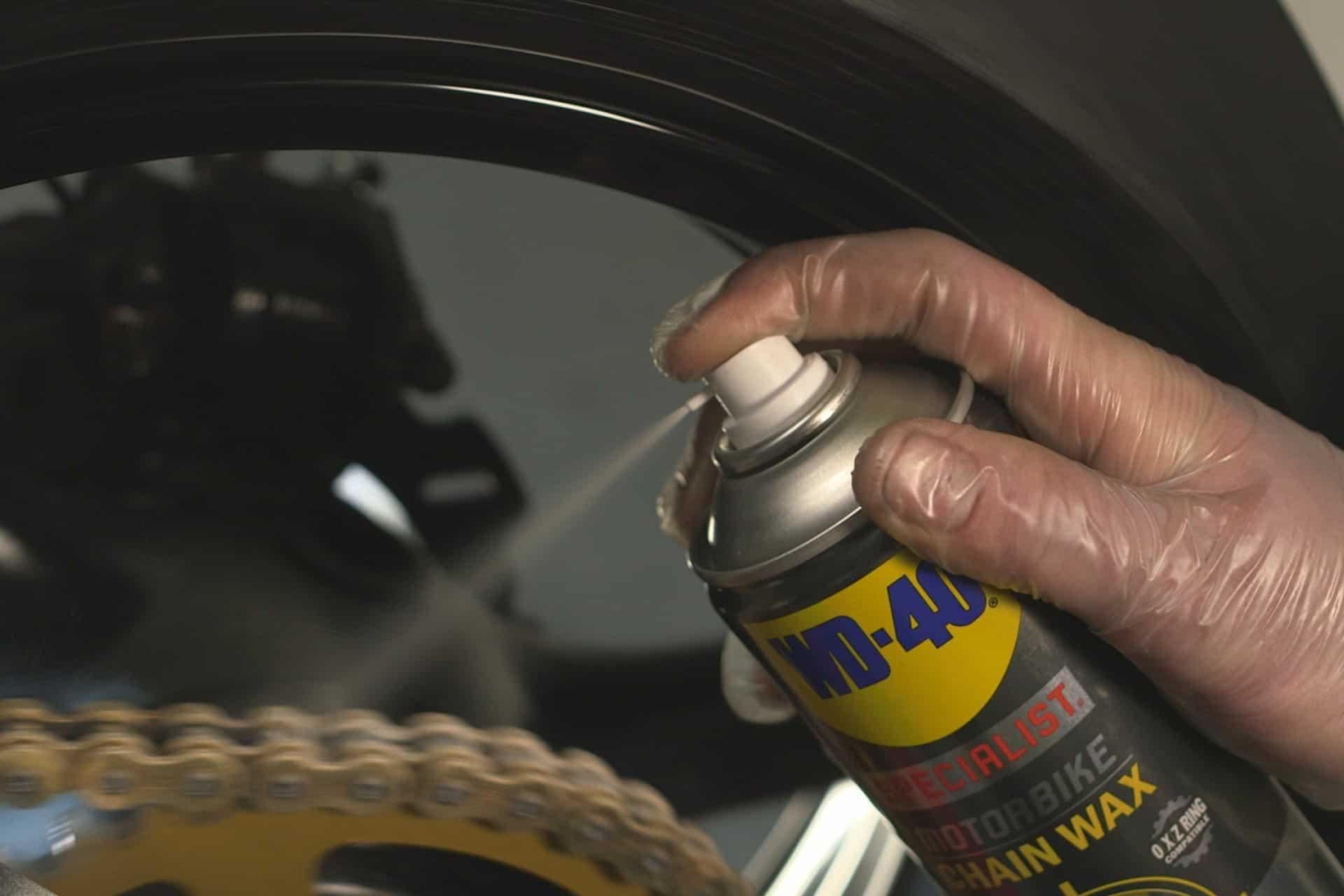 motorradkette schmieren - lubrification des chaînes de moto