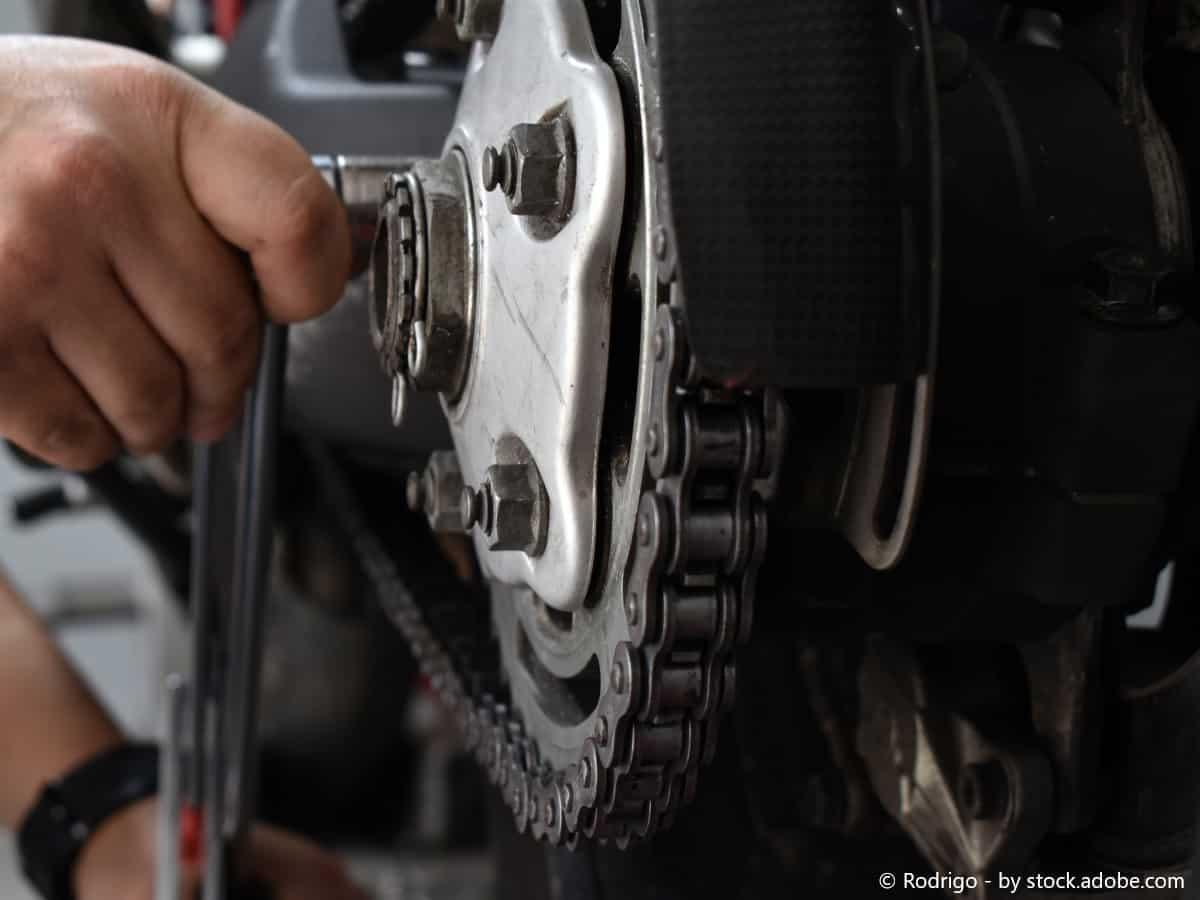 motorradkettensprannung justieren
