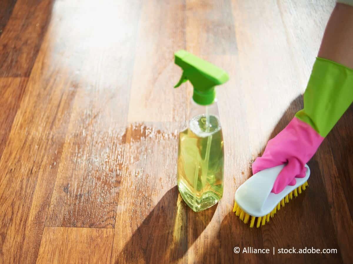 gummistreifen auf dem boden entfernen mit glasreiniger