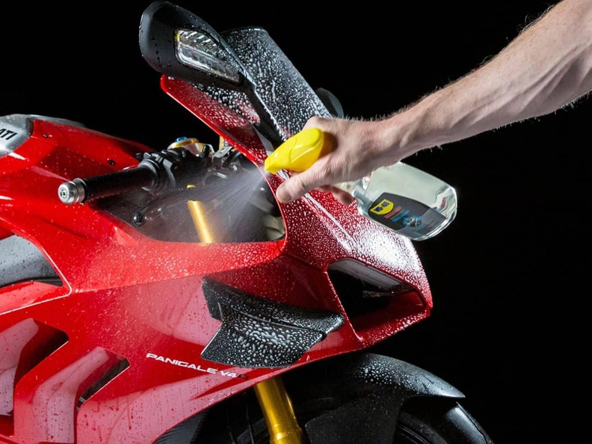 Das Motorrad reinigen