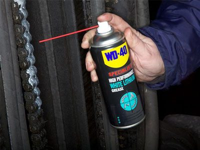 WD-40 Specialist White-Lithium-Grease on chains