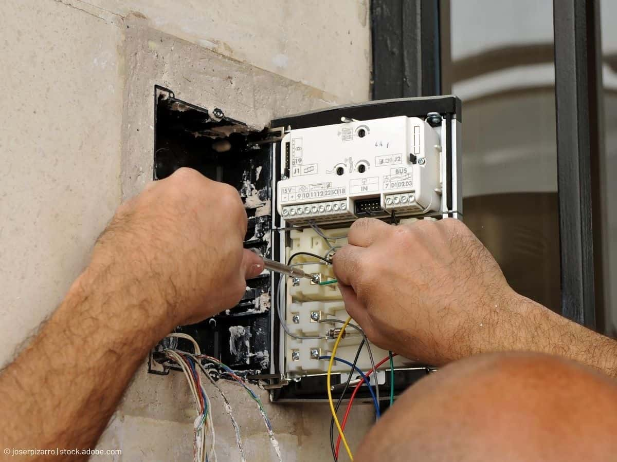 CHECK AND PERFORM MAINTENANCE ON THE BUTTON TERMINALS