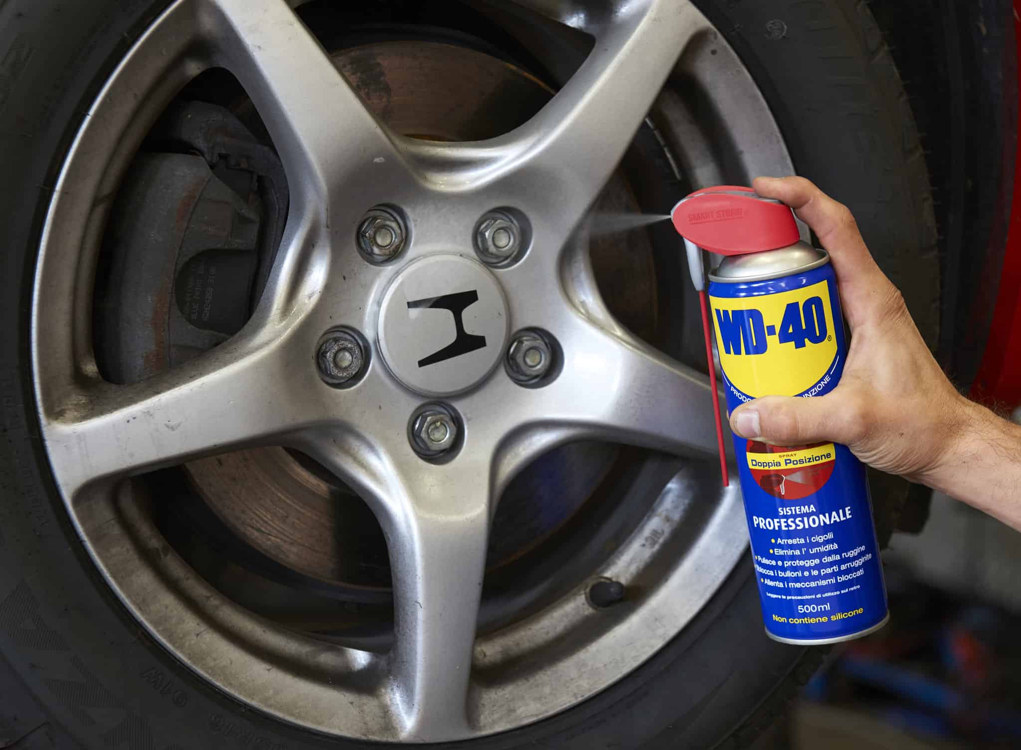 Clean Alloy Wheels and rims with WD-40