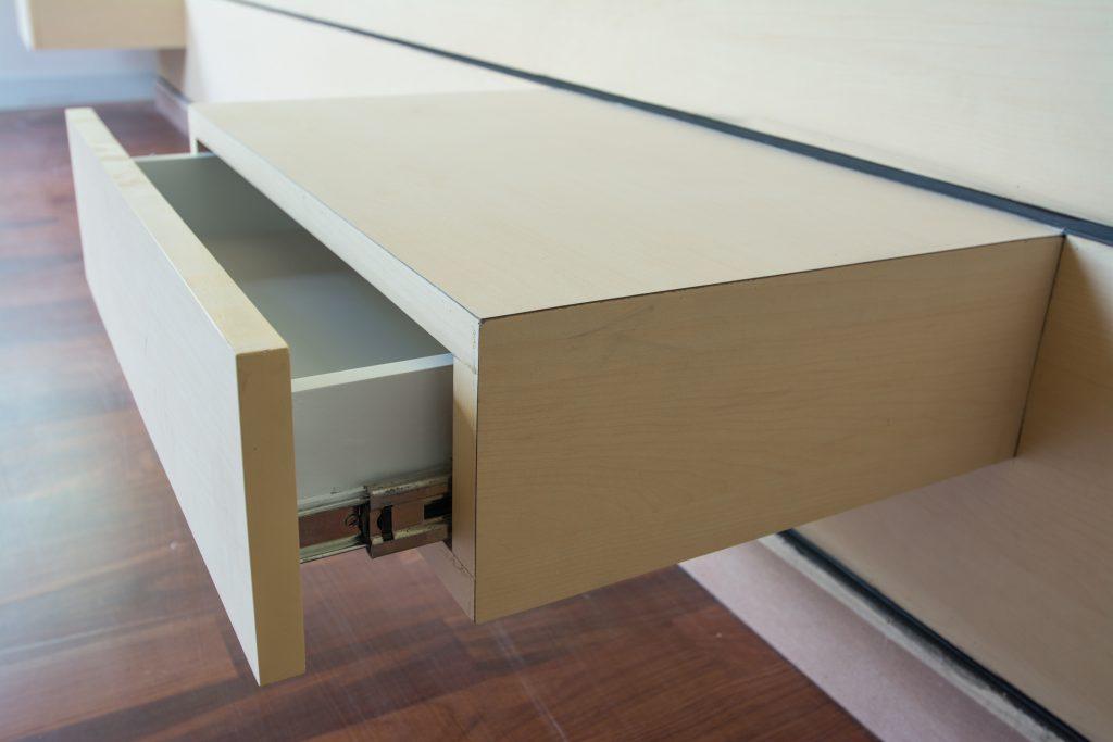 Cómo arreglar un cajón y eliminar los chirridos al abrirlo