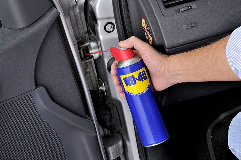 lubrica puerta coche limpiar tapiceria coche