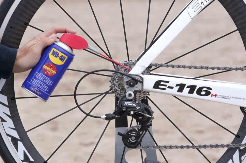 mantenimiento de la bici con wd 40 lubricar cadena