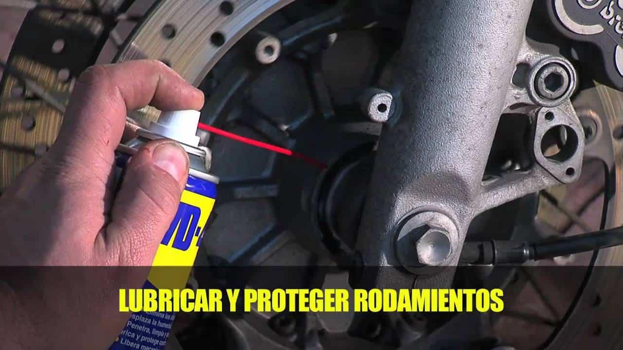 Cómo-cuidar-una-motocicleta-WD-40