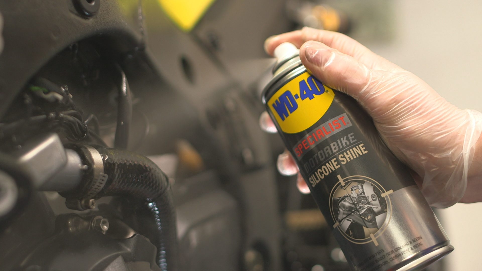 WD-40-_SP_MB_Silicone_Shine_5
