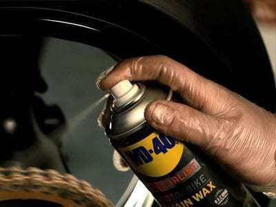 motorbike chain wax usage shot1