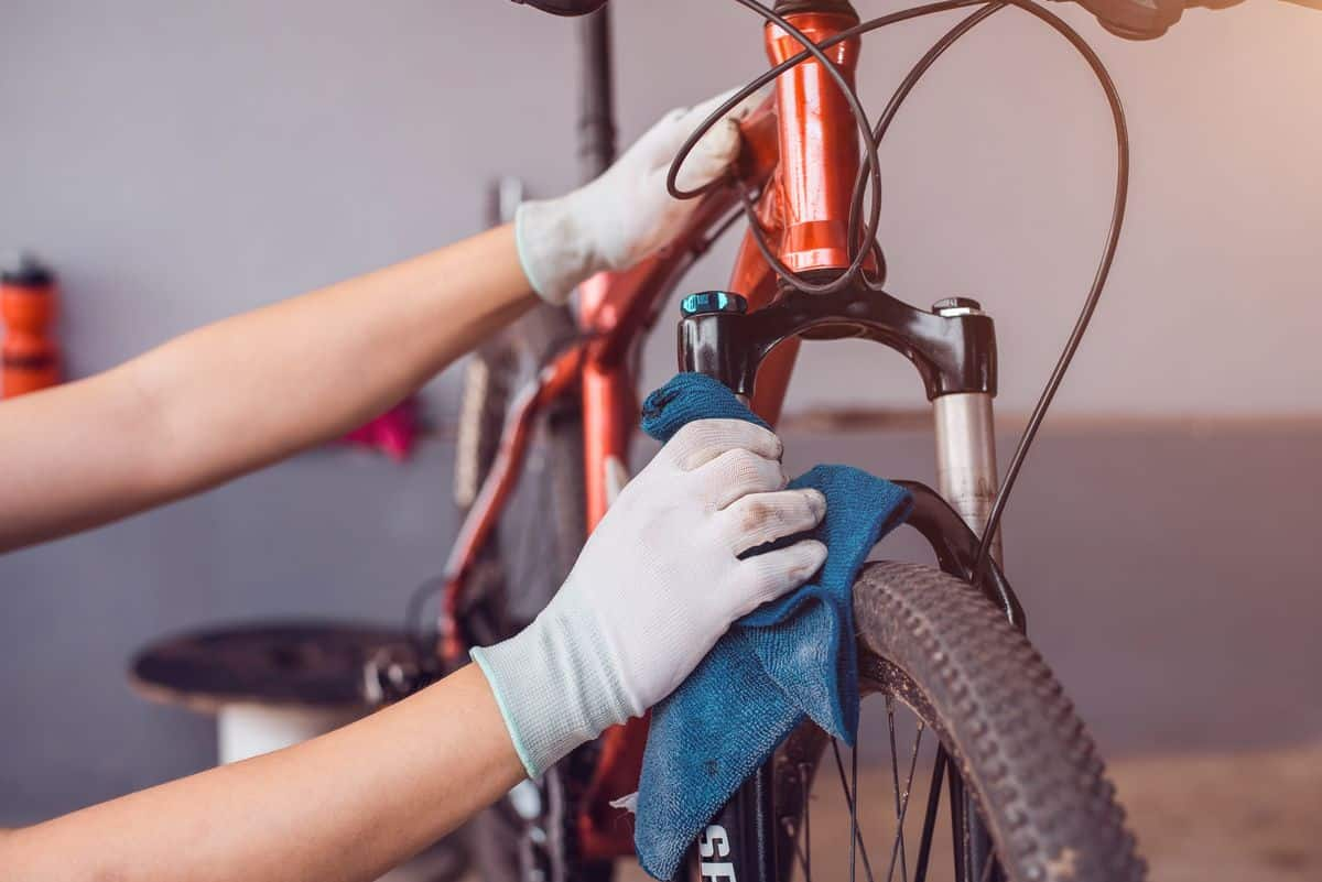 limpiar la suciedad incrustada en la bici