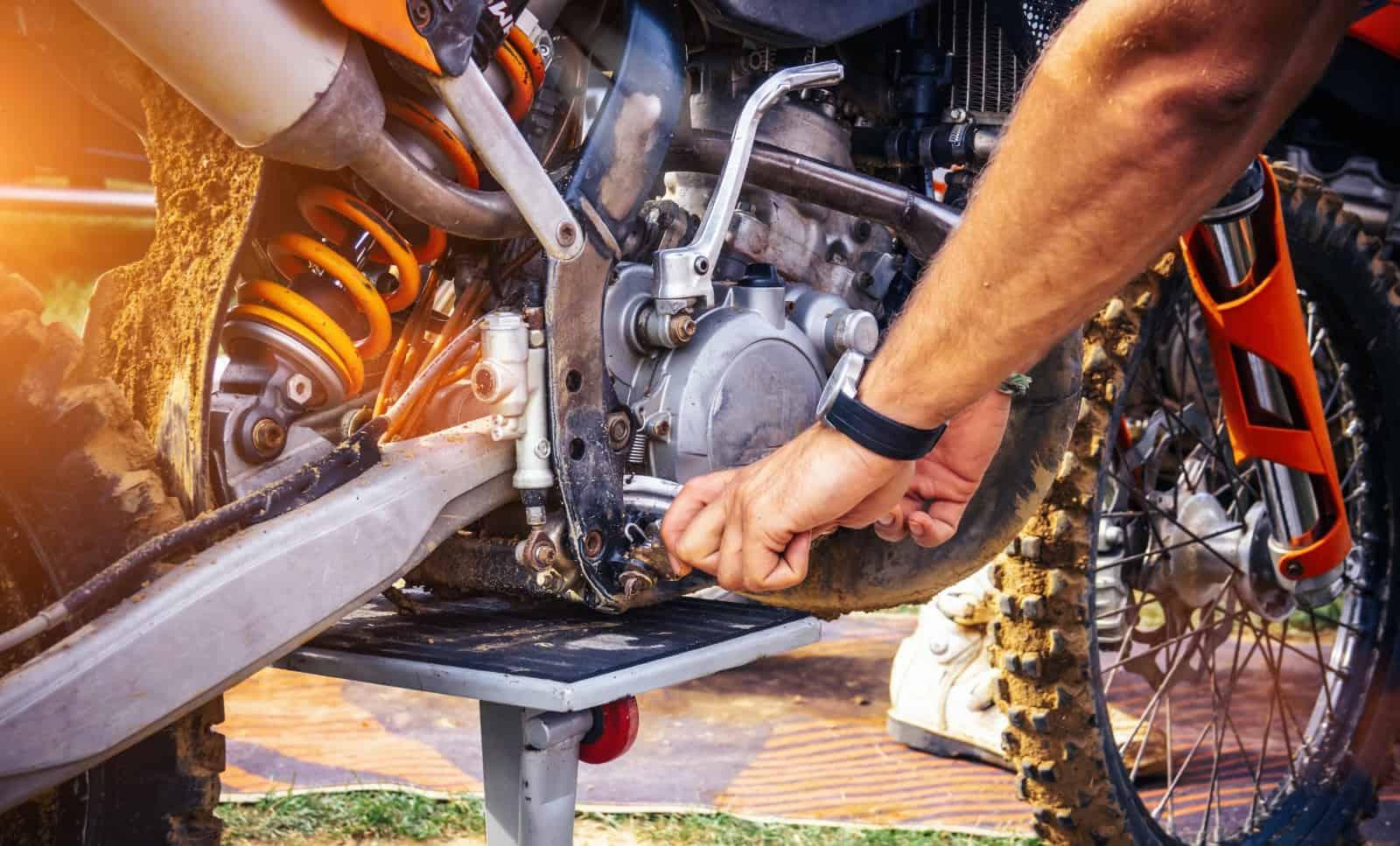 colocar la moto para mantenimiento