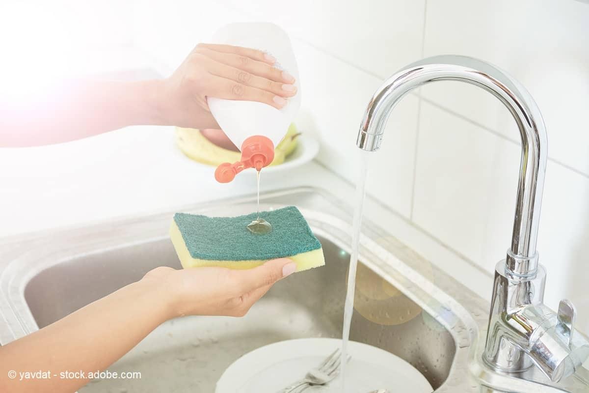 limpieza de paellera con agua y jabón