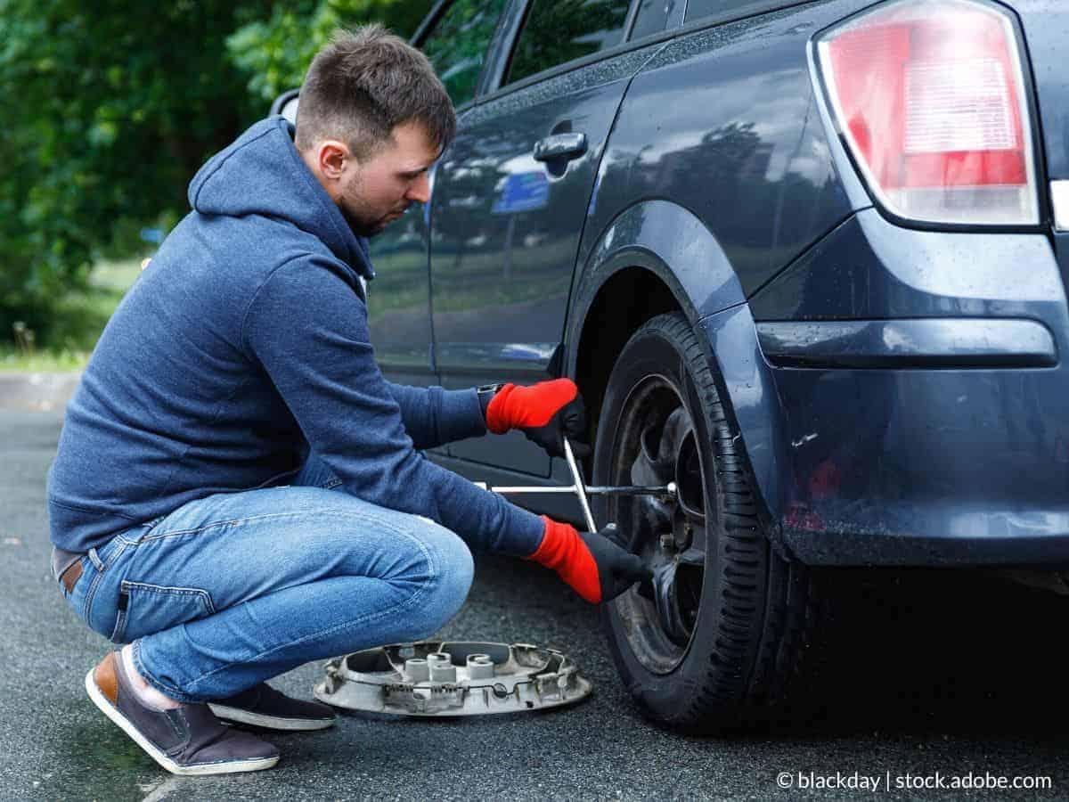 como cambiar la rueda del coche