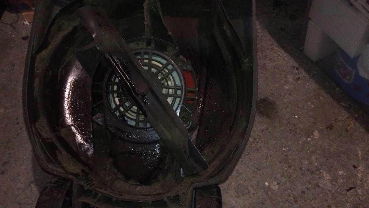 wd40 lawnmower undercarrige