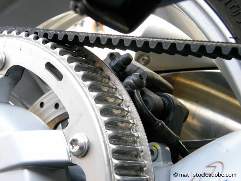 Entretenir sa chaîne de moto partie 1/2 : contrôle de la tension de chaîne