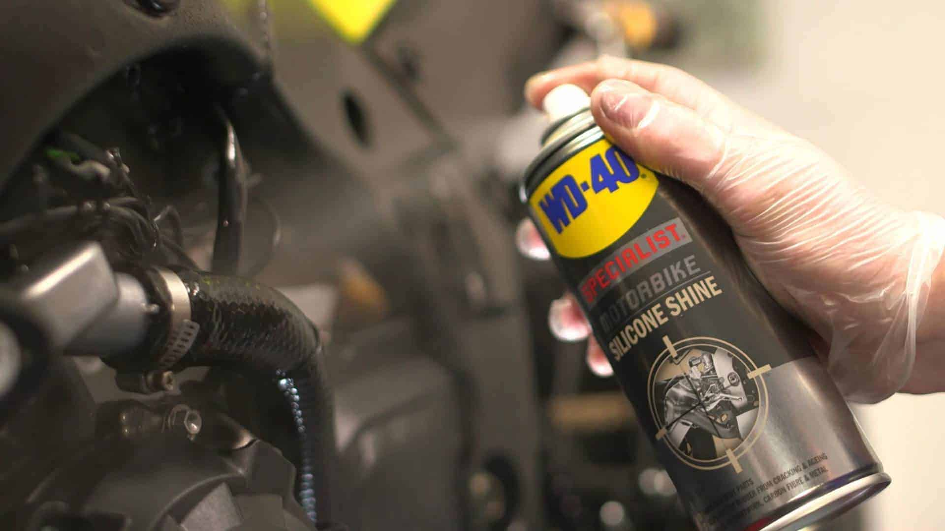 WD-40-SPECIALIST-Moto-Lustreur-Silicone-usage-protection-caoutchouc