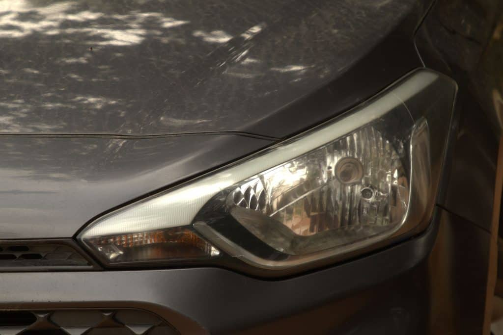 How To Make Sure That The Headlights And Brake Lights Of Your Car Are Visible