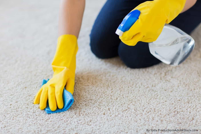 Kako ukloniti mrlje od šminke s tepiha
