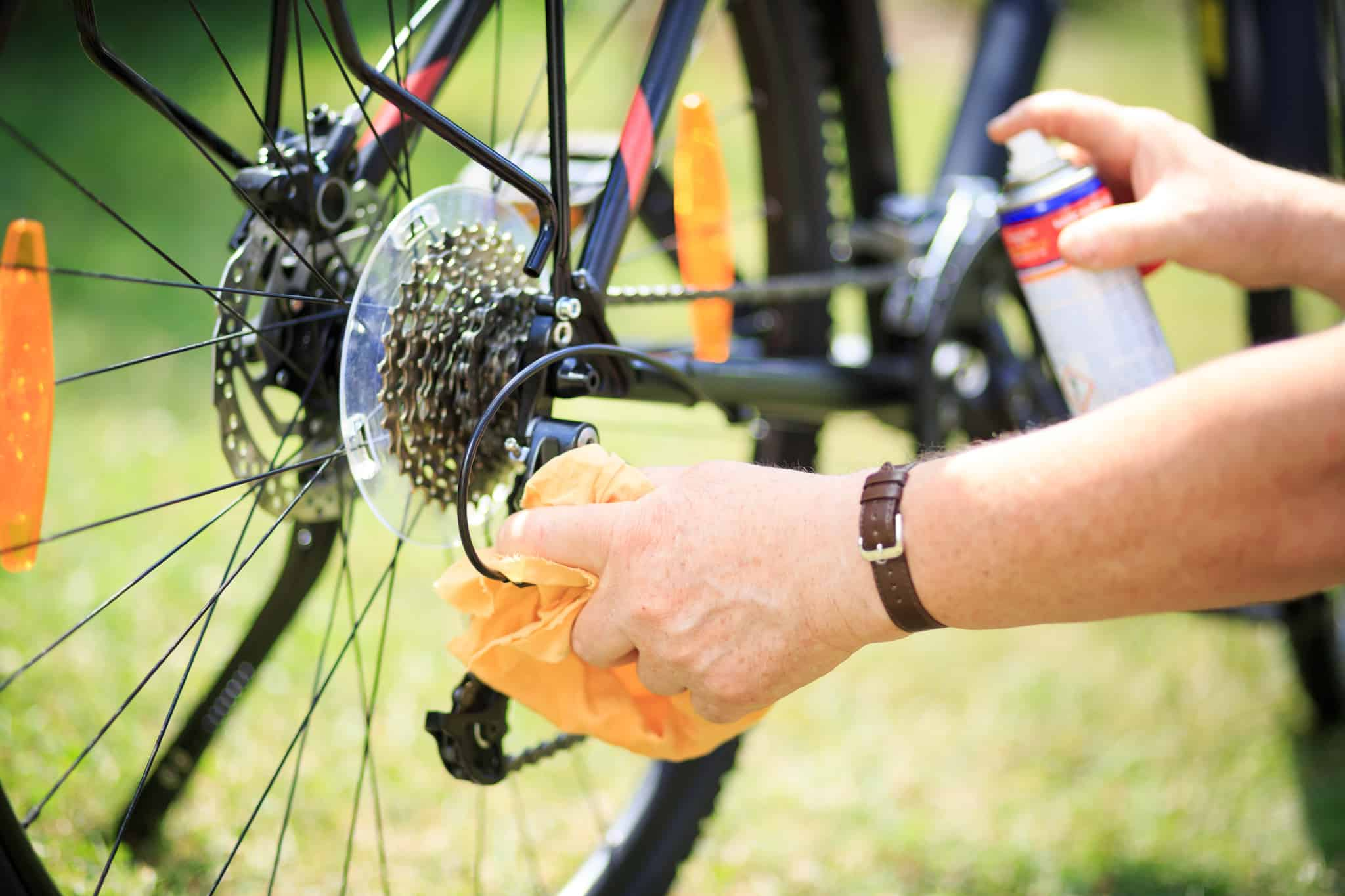 Očistite lanac bicikla