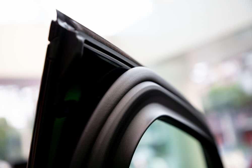 Zamjena gumenih brtvi na prozoru automobila