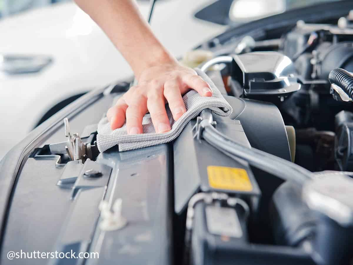 čistiti motor automobila