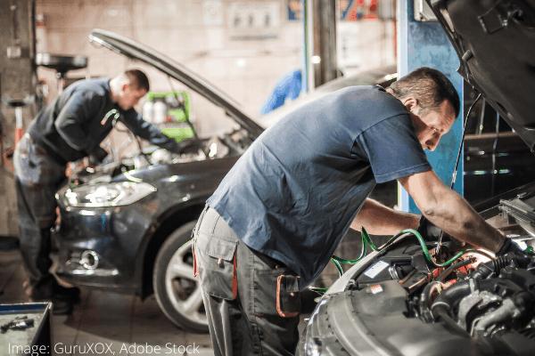 čišćenje motora auta