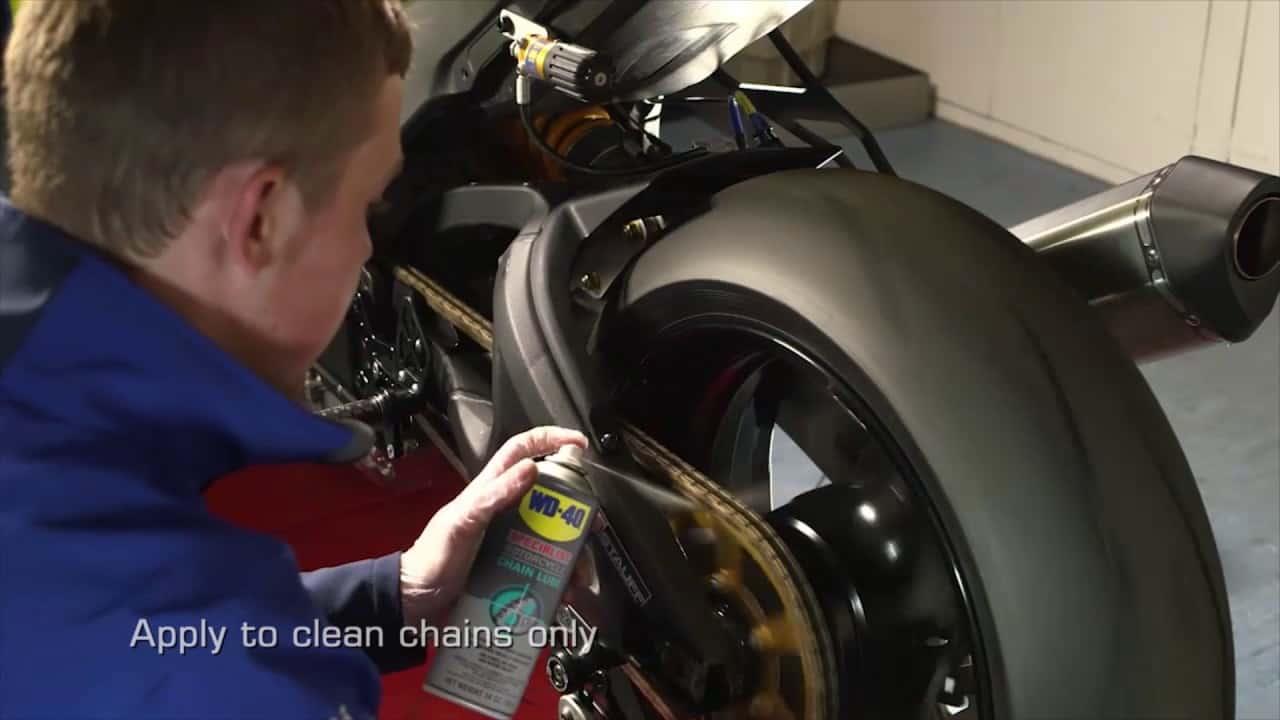 כיצד מנקים שרשרת אופנוע