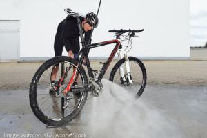 כיצד לנקות שרשרת אופניים