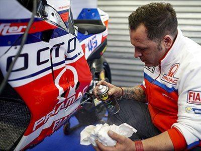 Motorbike-Wax-and-Polish-Usage-Shot