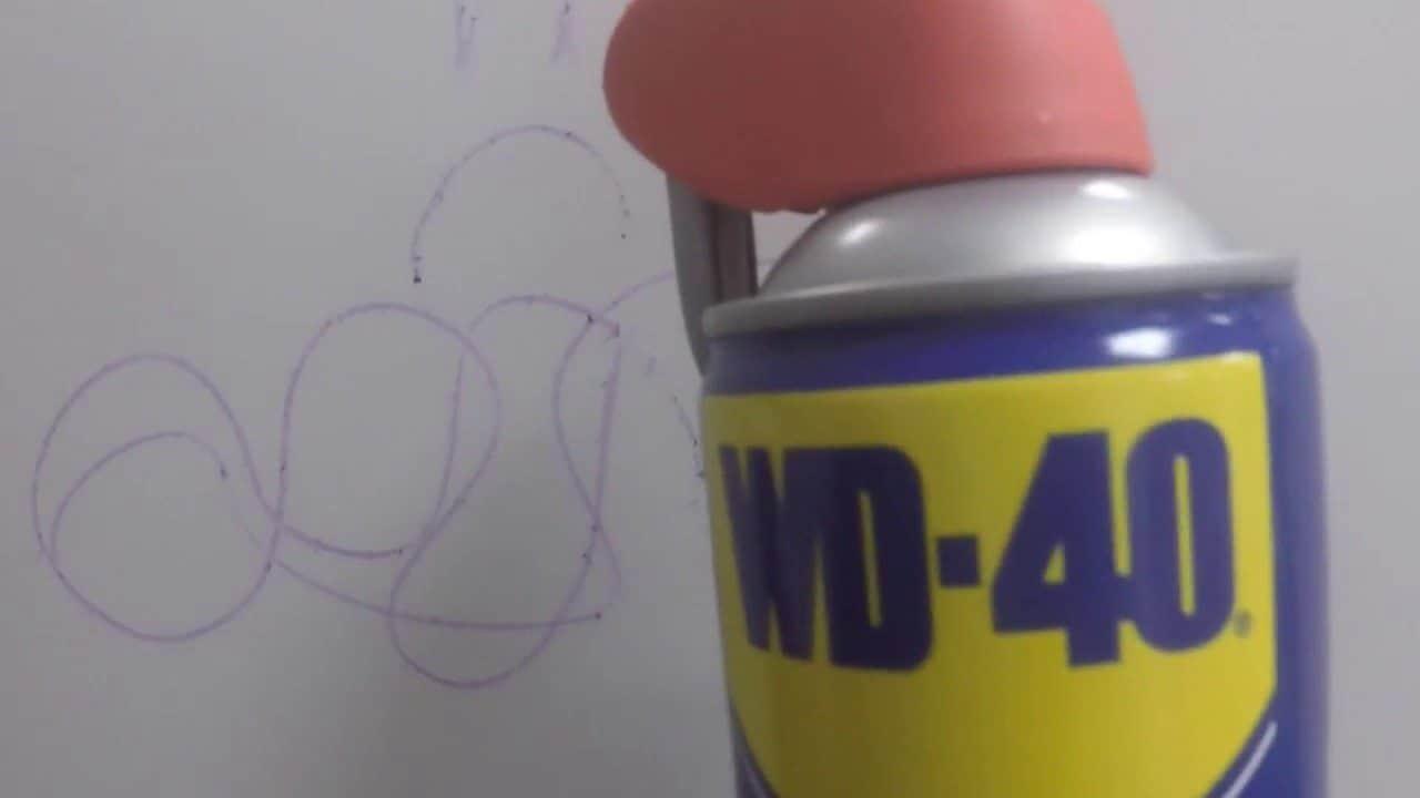 Come-rimuovere-i-segni-dei-colori-a-pastello-dal-muro-con-WD-40